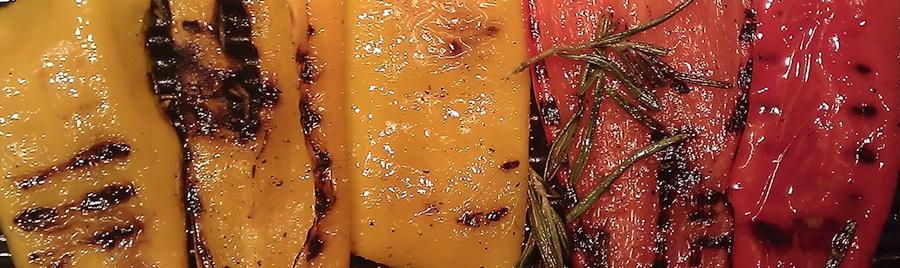 grillede peberfrugter med frisk rosmarin