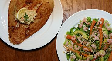 Rødspætte m. grov remoulade og let salat