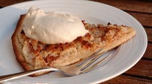 Æble-pizza med mocca creme - på eftervarmen