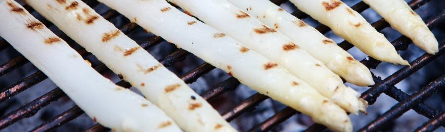 Grillede hvide asparges er en fryd for munden