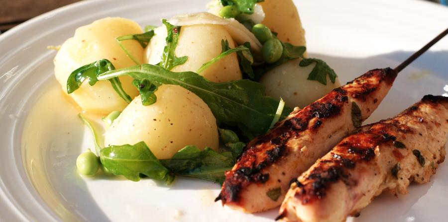 Det færdige resultat - en lækker sommerret med citron, kylling og kartofler