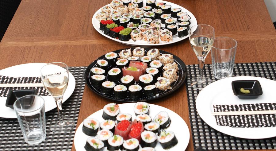 Liiidt for meget sushi til 2 personer.