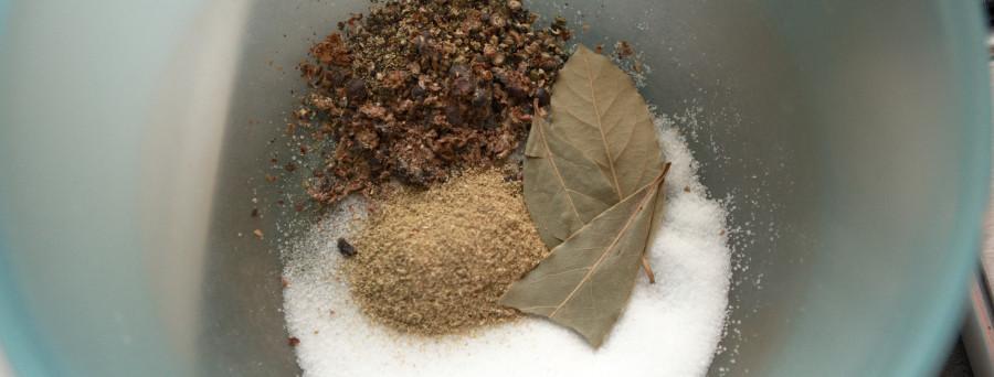 krydderierne til saltlagen