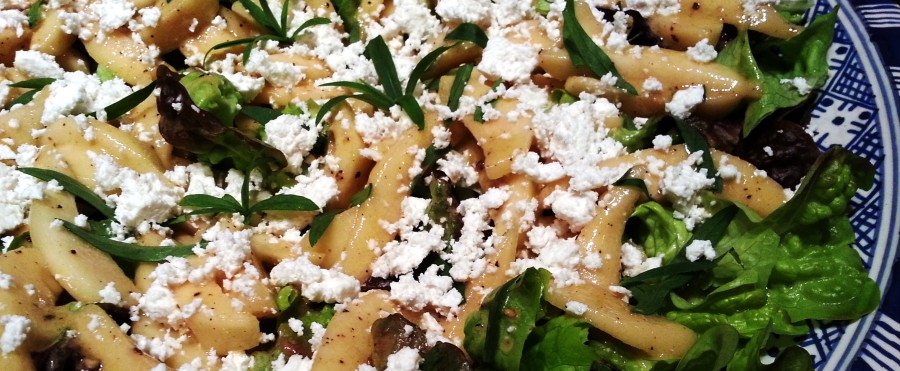 lækker salat med kvæde og gedeost