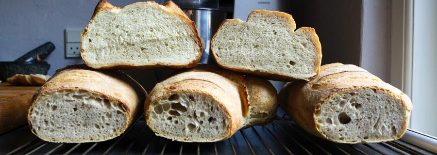 Brød i lange baner. Alt smager godt og alt smager næsten ens.