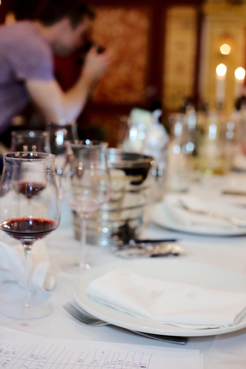 San Giovanni dækker altid et flot bord til os så stemningen er sat rigtigt (og vi tager mange billeder undervejs)