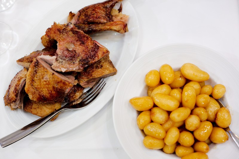Lækker mør and og brunede kartofler - Enhver vins værste mareridt