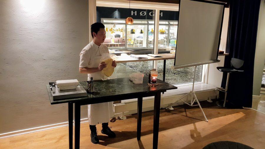 Dennis Juhl Jensen fortæller om brugen af smør på Restaurant Textur